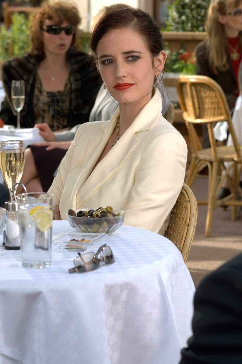 Vesper Lynd (Eva Green) – Club James Bond France