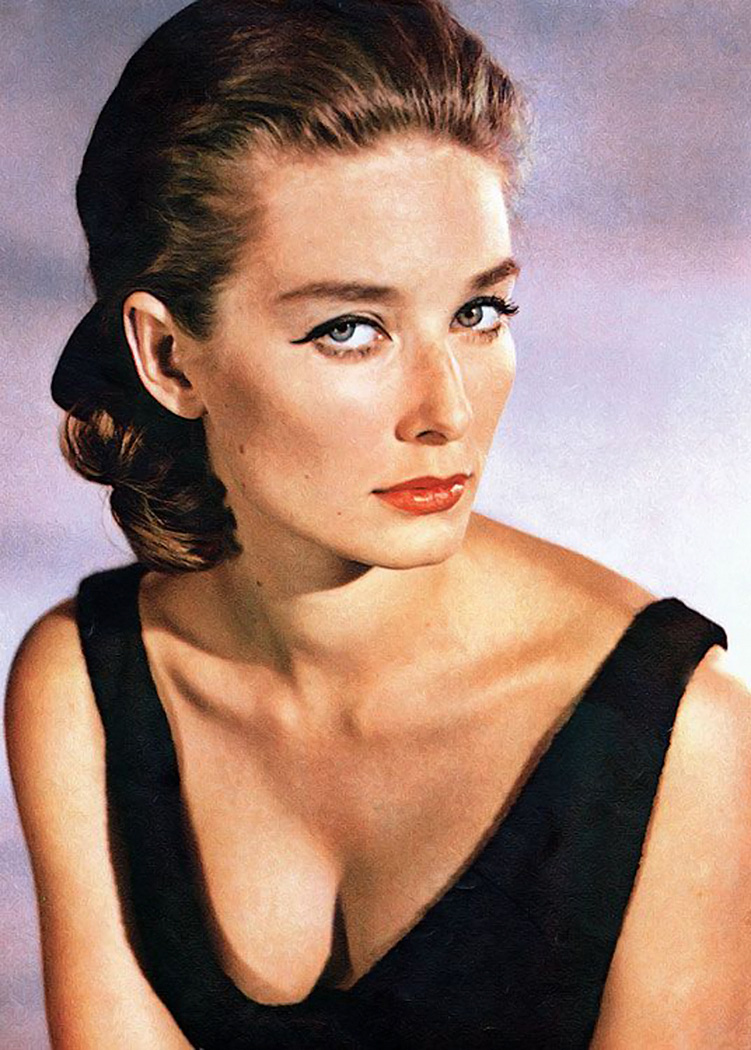 Tilly Masterton Tania Mallet  Club James Bond France-6449